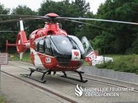 Rettungshubschrauber (RTH) Christoph 43 (EC 135) der DRF-Luftrettung (ehem. Deutsche Rettungsflugwacht (DRF)) an seinem Standort am Vincentius Krankenhaus Karlsruhe. Bild von der RTH-Übergabe (Baumusterwechsel) am 09.06.2007.